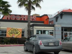 Hooters – Renovation